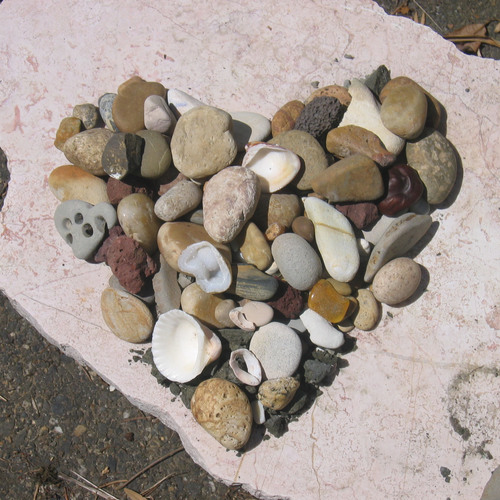 Heart-rocks_shells
