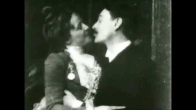 Couple Kissing-Bumper N2 (no text)