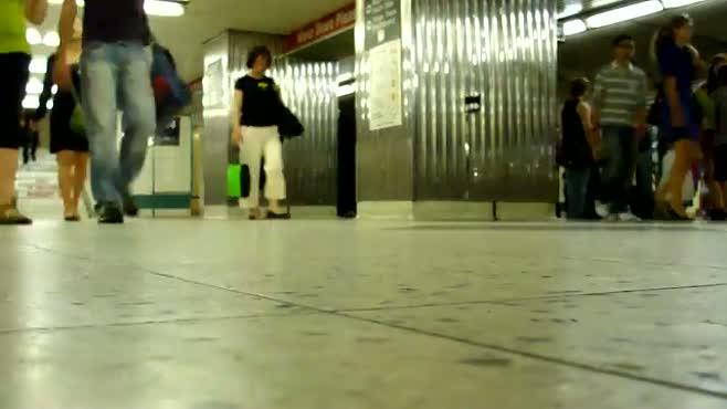Toronto Subway - Feet Rushing