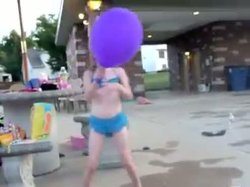 Elle and balloon